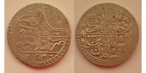 Турция. Селим III. Юзлук 1203/3 года Хиджры (1789/3). Вес 31,30 грамм. Диаметр 45 мм.
